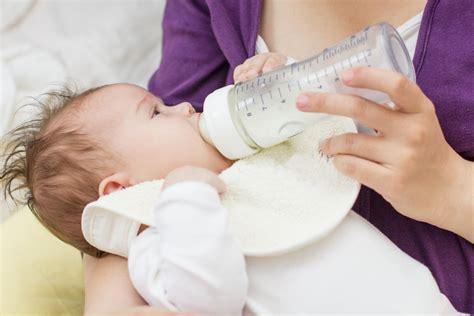 Bottle feeding with breast milk jpg 1024x683